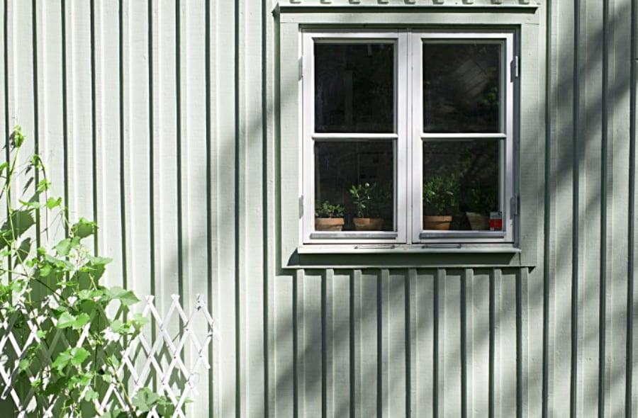 fasadrenovering-husfasad-fönster-grön-fasad
